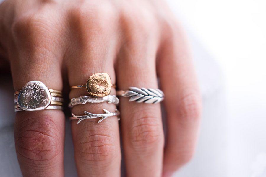 Più anelli sulle mani