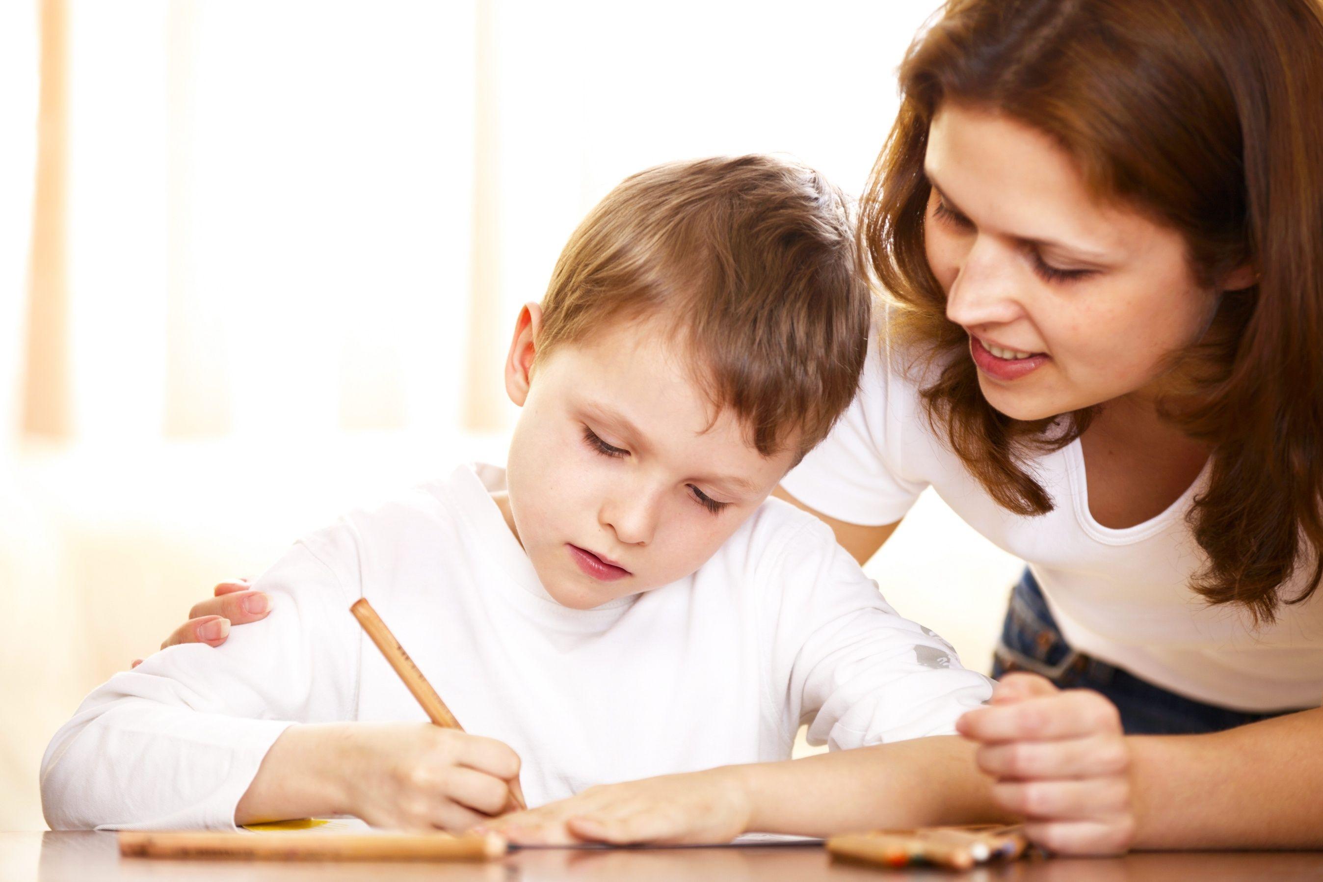 Cosa i bambini imparano a scuola e cosa devono imparare a casa?