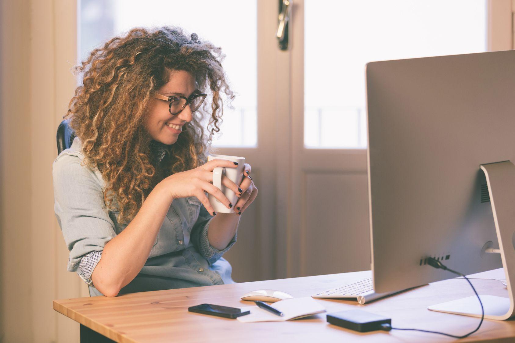 Le cattive abitudini che mettono a rischio la salute in ufficio