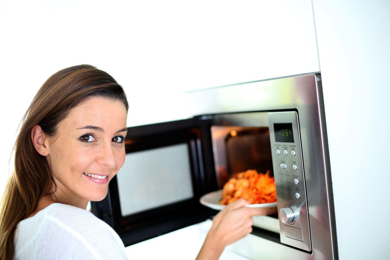 Come cuocere i cibi nel microonde