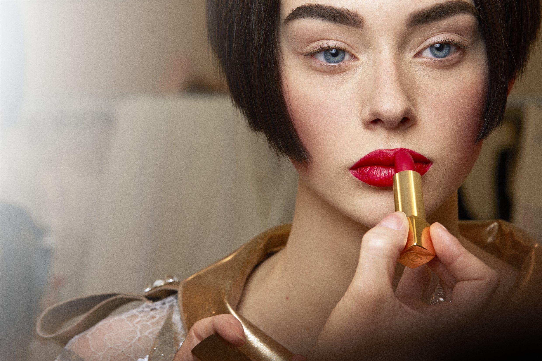 Come un rossetto rosso può cambiare la nostra percezione di bellezza
