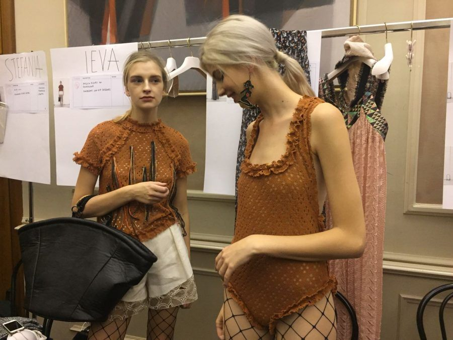 Le calze a rete propongono maglie larghe