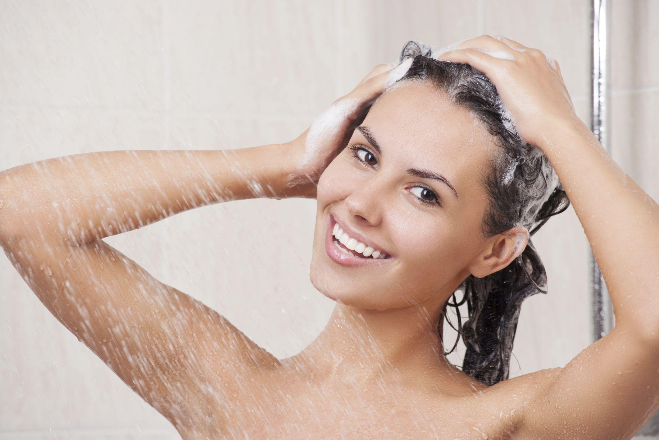 Perchè è preferibile lavare i capelli solo con il balsamo