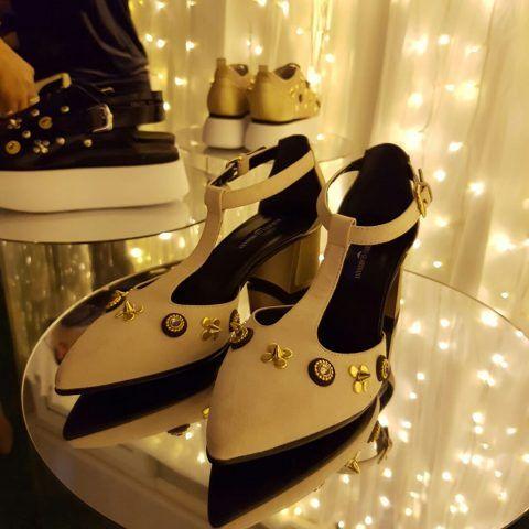 Il brand propone le sue calzature in un'ambientazione che ricorda Alice nel paese delle meraviglie.