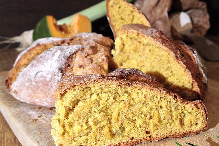 pane di zucca porri e rosmarino