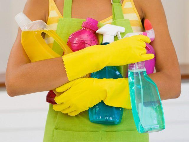 Armatevi di tutti gli strumenti indispensabili, facendo scorta di stracci e panni, che non bastano mai.