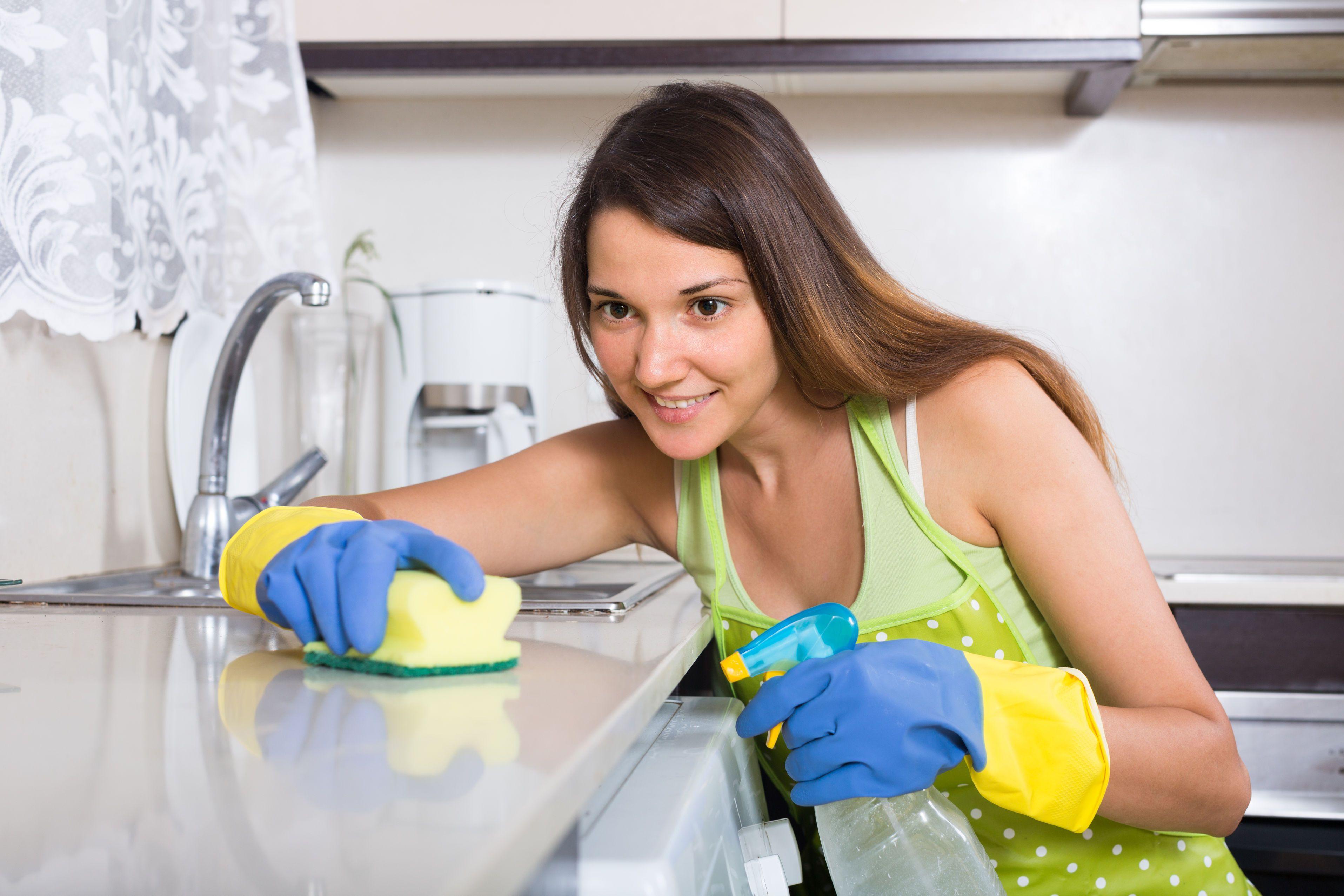 La cucina è senza dubbio una delle zone di casa da pulire più a fondo.