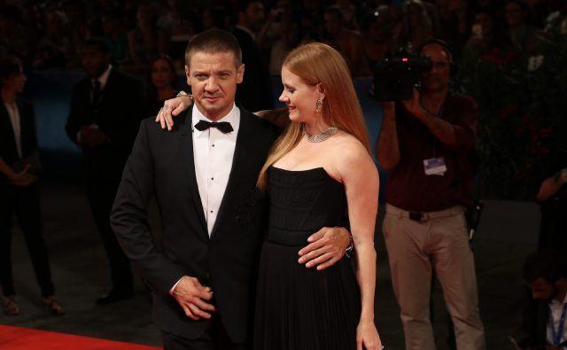 Amy Adams e Jeremy Renner sul red carpet del film Arrival