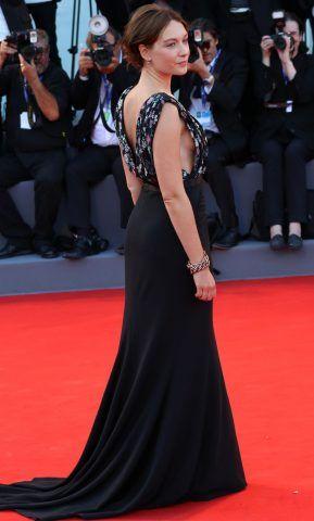 Cristiana Capotondi indossava un bellissimo abito nero con top con dettaglio floreale.
