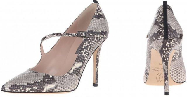 Le scarpe di Sarah Jessica Parker, in vendita su Amazon: decollete pitonate con laccetto