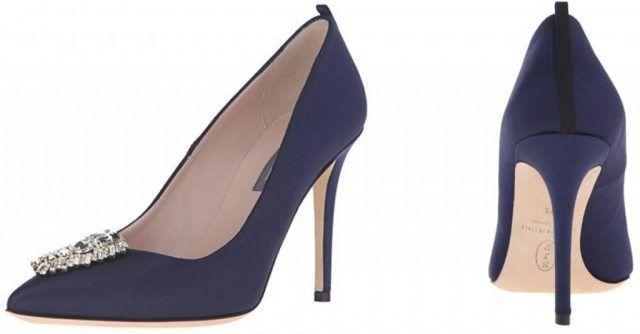 Le scarpe di Sarah Jessica Parker, in vendita su Amazon: decollete blu con dettaglio frontale