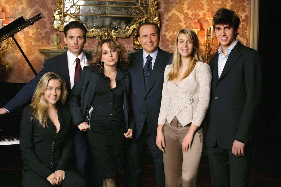 Silvio Berlusconi ha avuto 5 figli, da due diverse mogli...