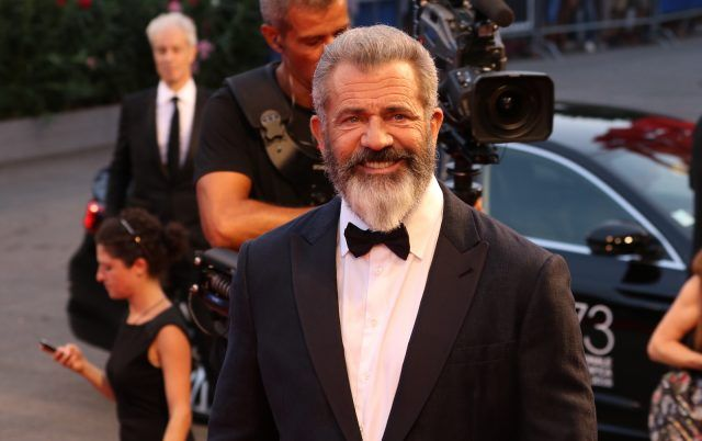 Mel Gibson sul red carpet di Hacksaw Ridge