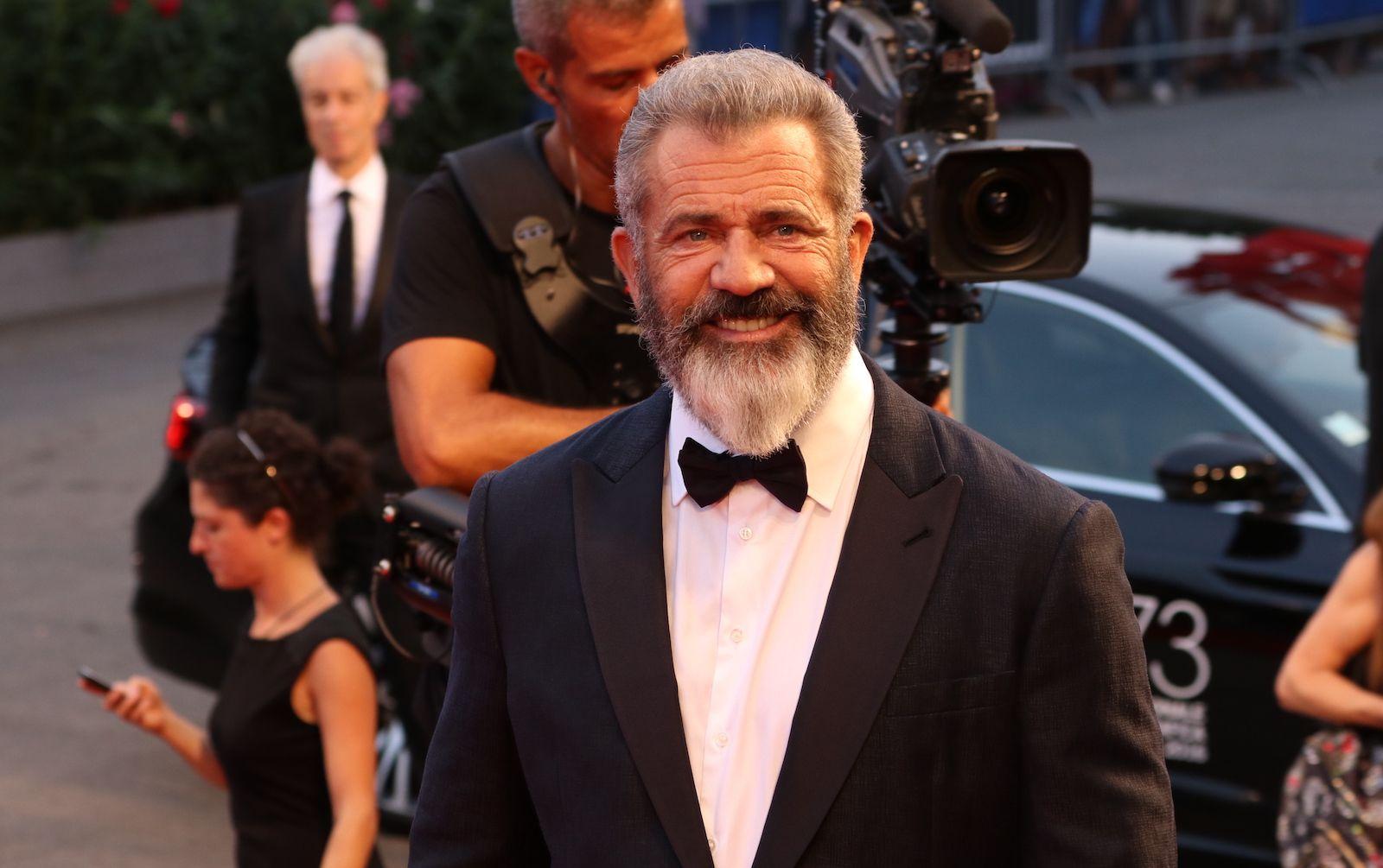 Mel Gibson a Venezia promuove la non-violenza. Con fiumi di violenza