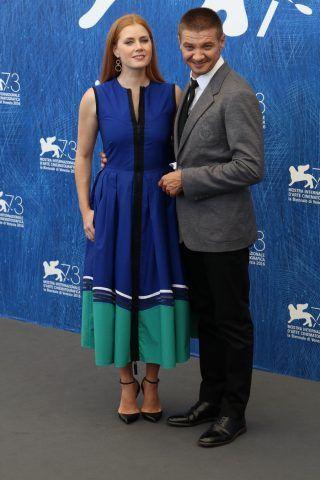 Amy Adams e Jeremy Renner al photocall del film Arrival