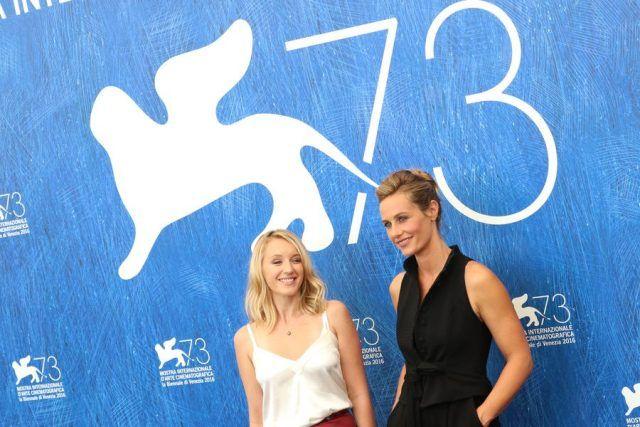 Ludivine Sagnier e Cécile de France al photocall di The Young Pope