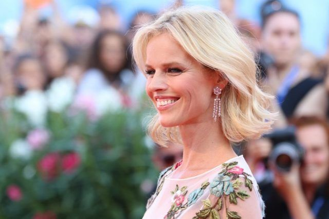 Eva Herzigova sul red carpet di Nocturnal Animals