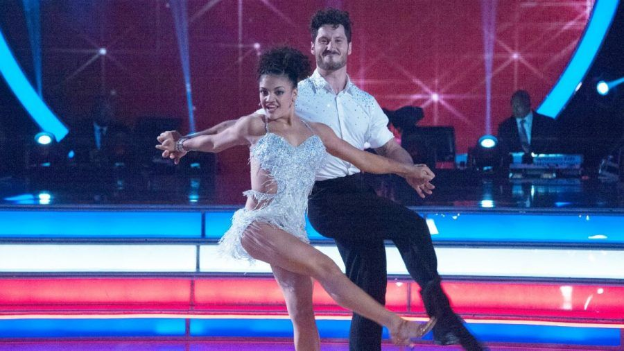 091316-oly-laurie-hernandez-val-chmerkovskiy-dwts-cha-cha-pi.vresize.1200.675.high.99