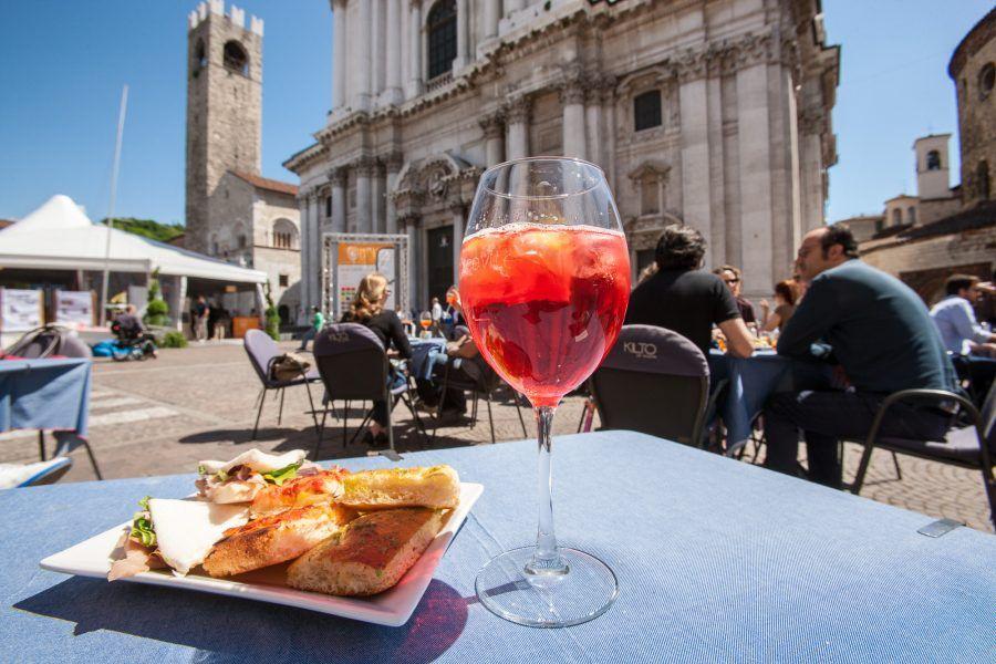 oltre alla cultura, in piazza Duomo si possono fare anche ottimi aperitivi!