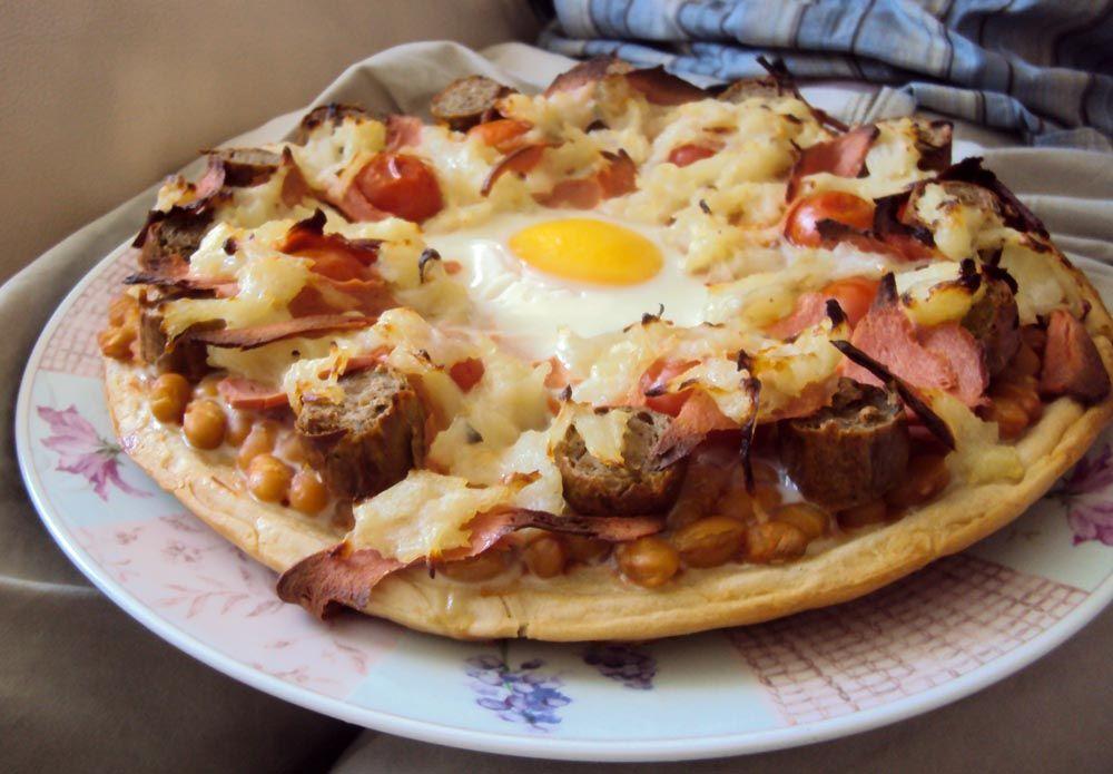 Pizza con la colazione inglese