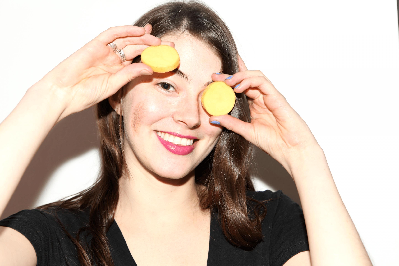 Come eliminare le occhiaie con una patata