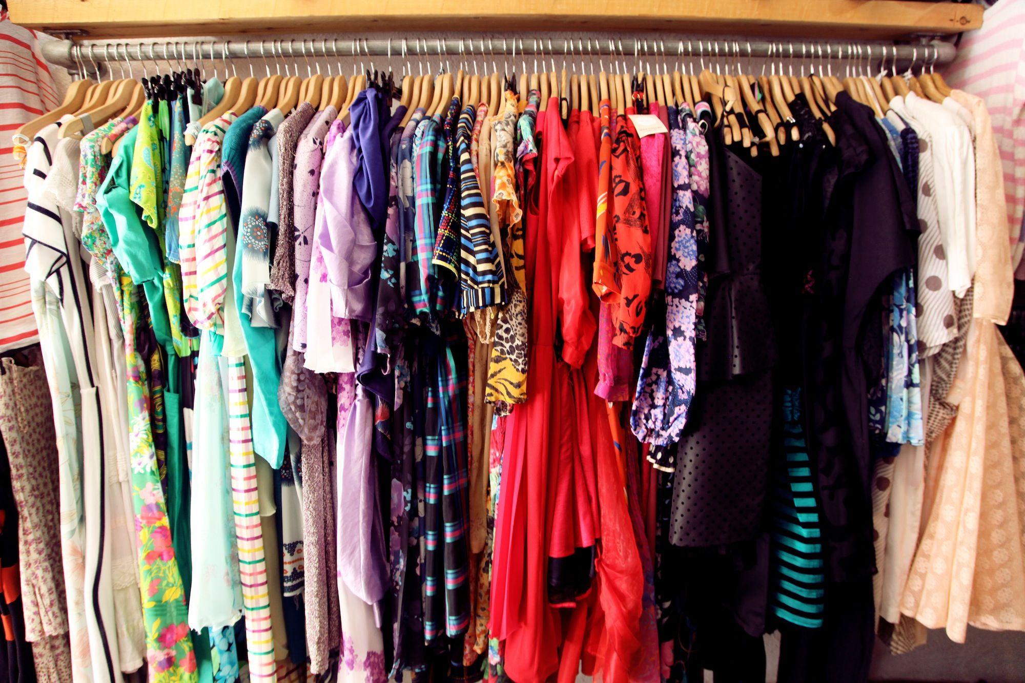 Consigli per chi acquista o vende abiti usati