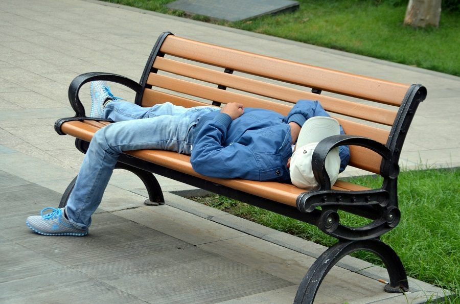 Dormire supini aumenta il rischio di apnee notturne