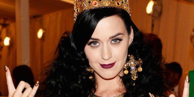 Katy Perry vestita da regina
