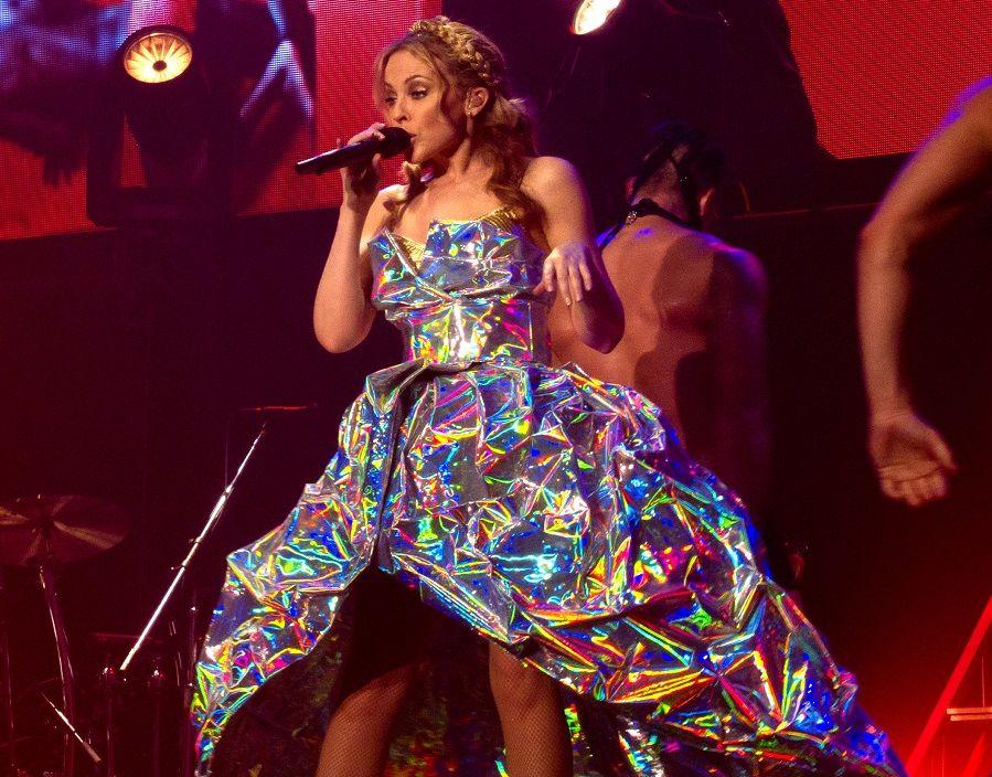 Come fa Kylie Minogue a sembrare sempre così giovane?