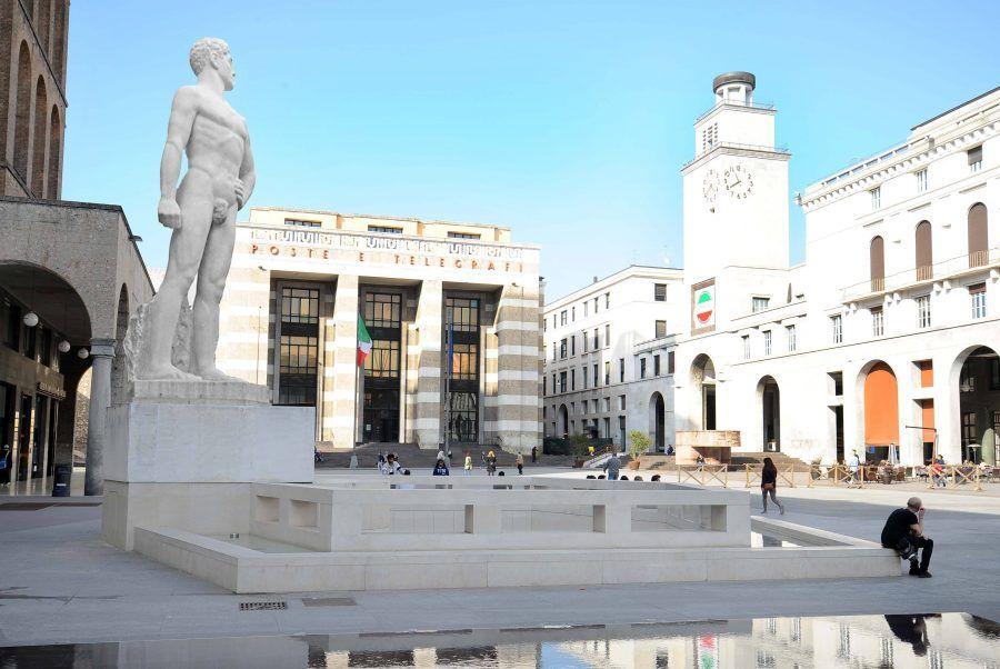 una veduta di piazza Vittoria