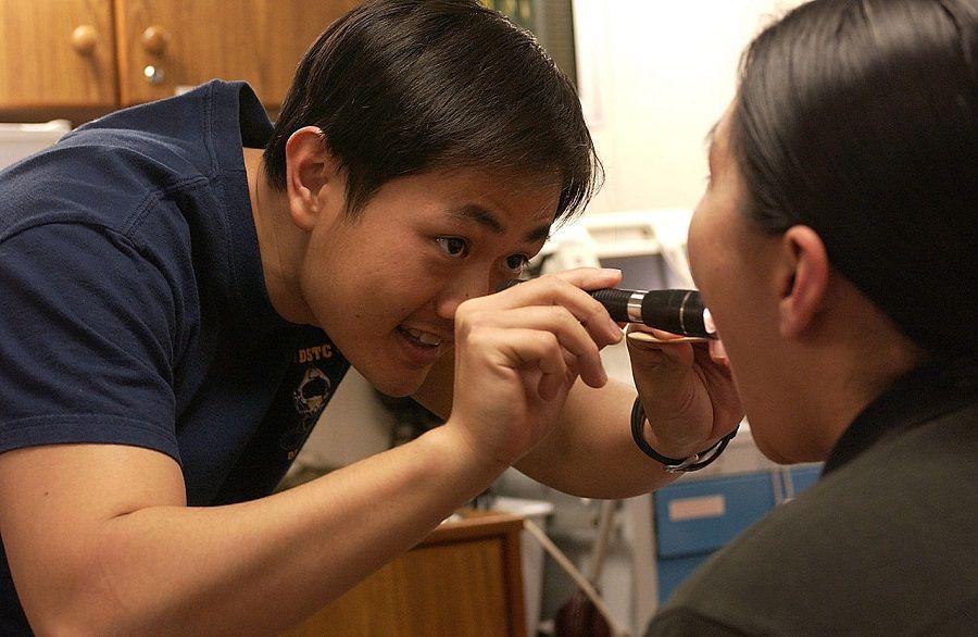 Visita medica per l'afonia
