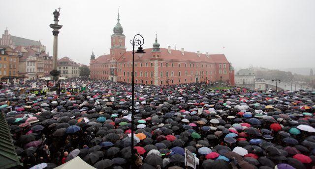 Migliaia di donne in piazza