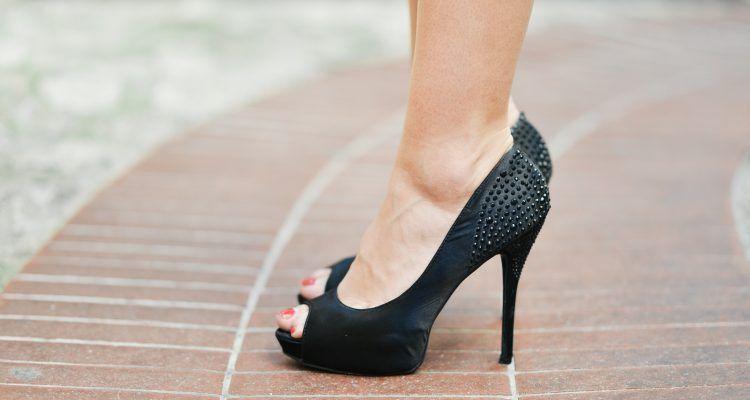 Come camminare sui tacchi senza avere male ai piedi bigodino for Casa 750 piedi quadrati