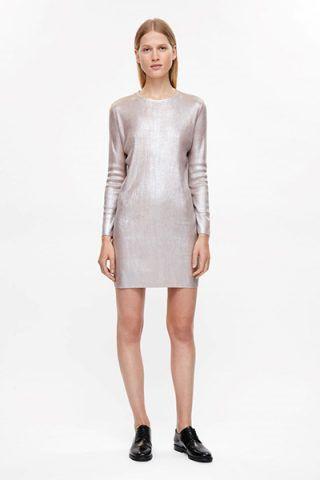 Vestito metallizzato di COS (99 €)