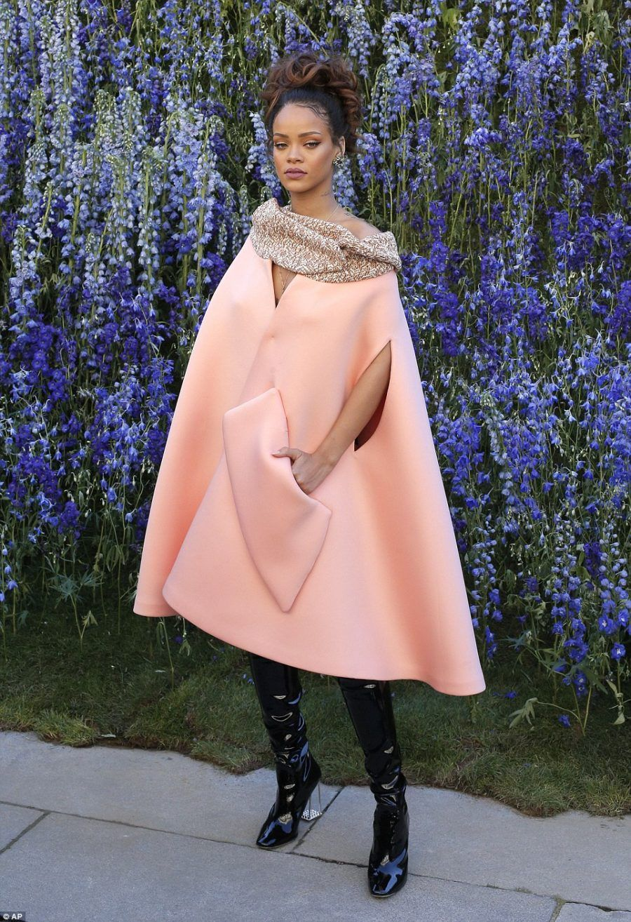 2D029EAB00000578-3257642-Edgy_Rihanna_showed_exactly_why_she_is_renowned_for_her_style_as-a-227_1443802266859