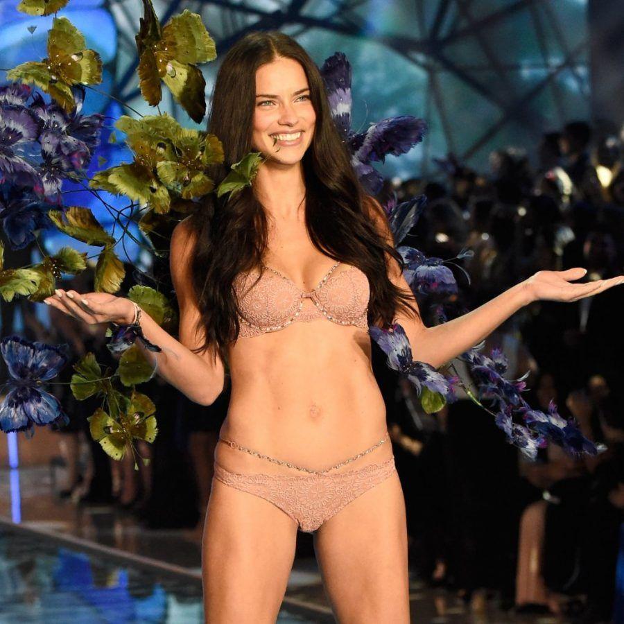 Adriana-Lima-Victoria-Secret-Fashion-Show-2015-Pictures