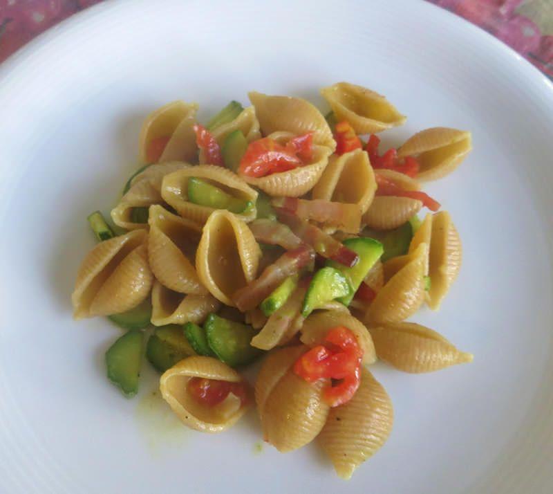 Conchiglie con zucchine e pomodorini