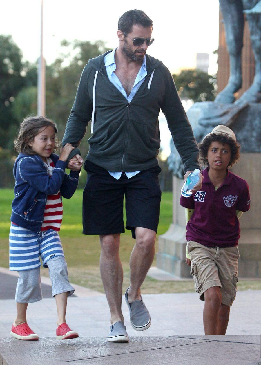Hugh-Jackman-chatted-his-children-Oscar-Ava-while-spending