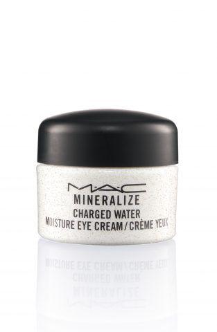 Mineralize Charged Water Moisture Eye Cream è una ricca crema per occhi che idrata, illumina e usata costantemente riduce l'aspetto di occhiaie, borse e linee. Inoltre lenisce all'istante, sgonfia, ed enfatizza la radiosità della pelle. Vanta il 77 Mineral Complex.