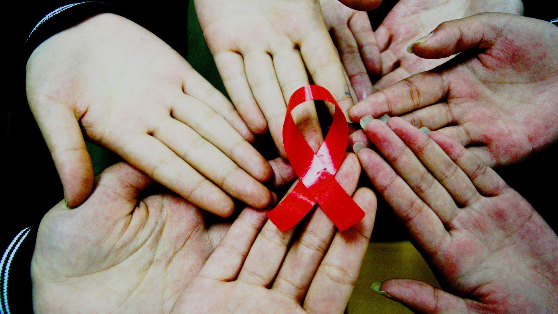 Mettitelo in testa, la geniale campagna per la lotta all'AIDS