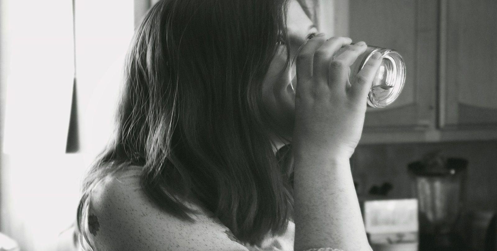 Perché dicono di non bere troppa acqua durante i pasti?
