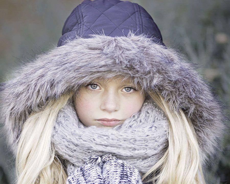 Coprite i capelli con un cappello d'inverno