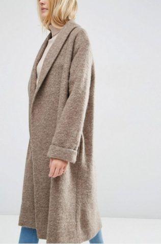 ASOS - Cappotto oversize lavorato in misto lana con collo sciallato € 93,99