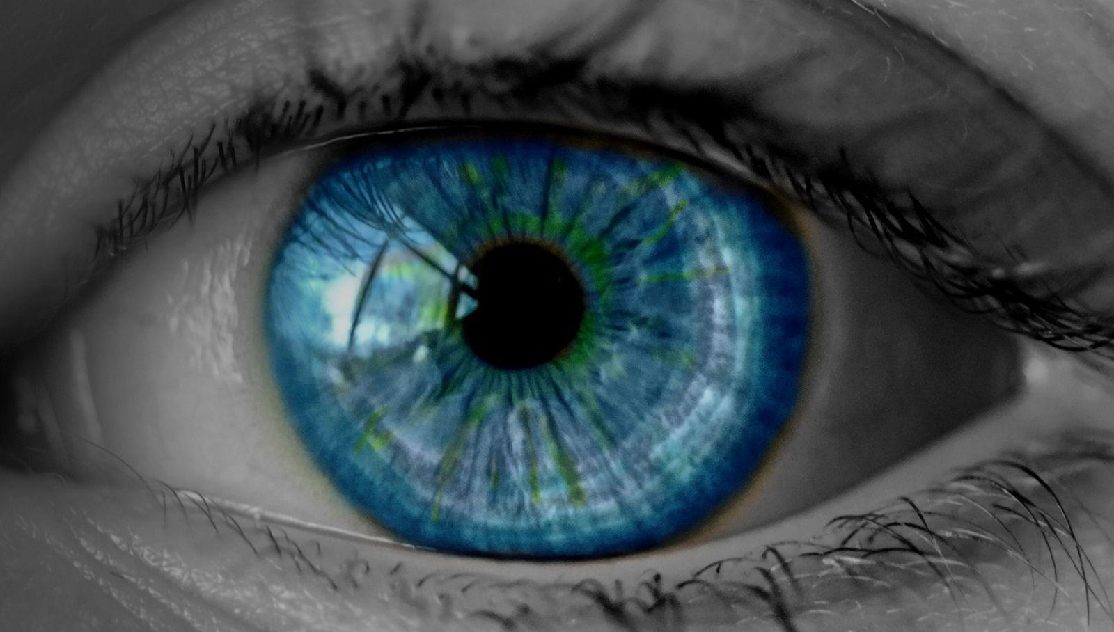 Come togliere una ciglia dall'occhio che non vuole uscire?