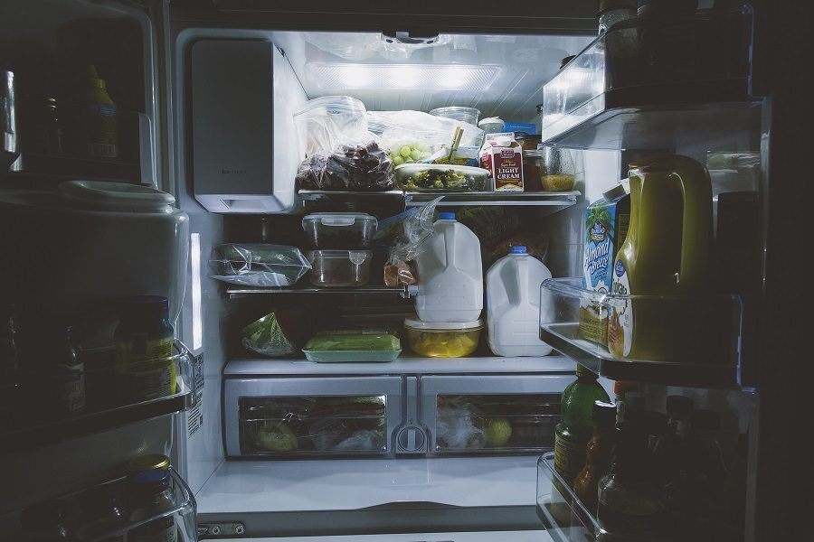 I diversi ripiani del frigorifero