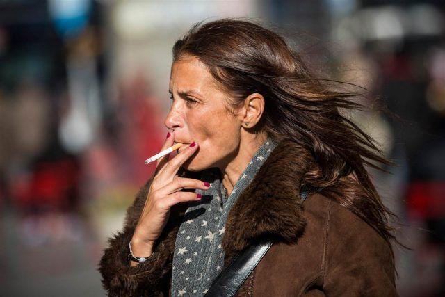 Il fumo sarebbe da evitare sempre, ma specialmente per le donne over 50.