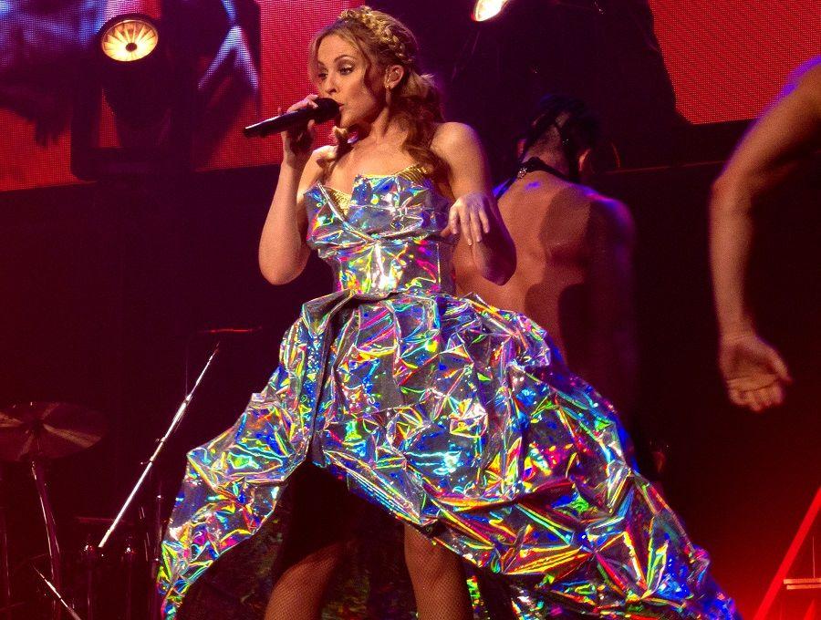 Anche a Kylie Minogue faranno battutine sull'altezza?