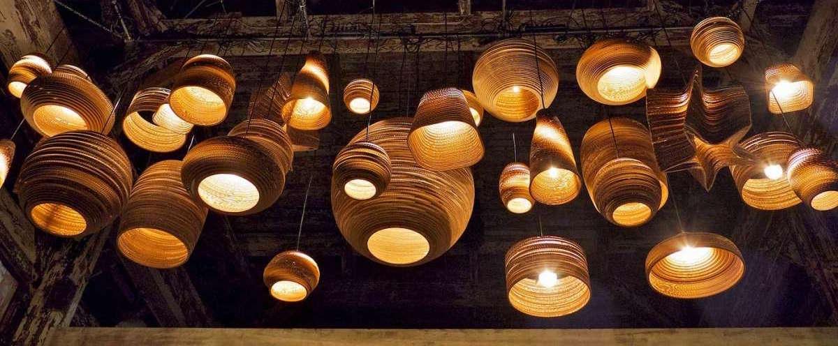 Lampadari di carta: leggerezza e bellezza luminosa
