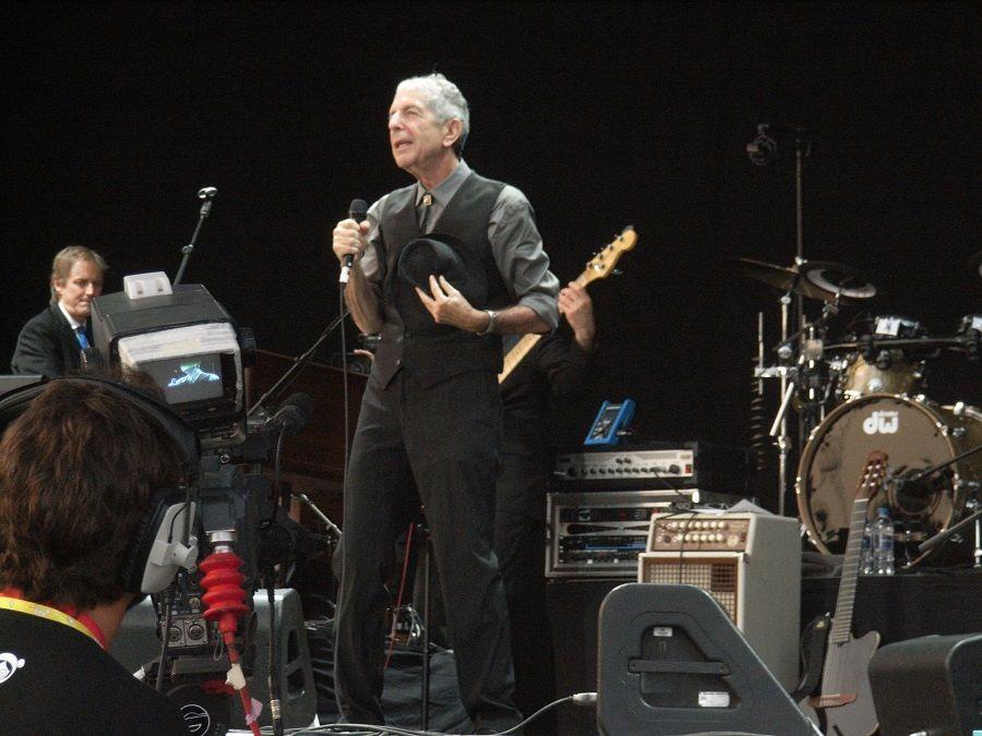 Leonard Cohen durante un concerto