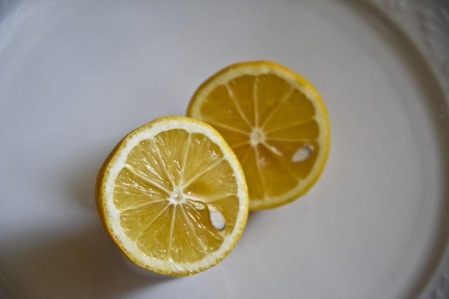 Limone e bicarbonato sono utili per i cattivi odori in cucina